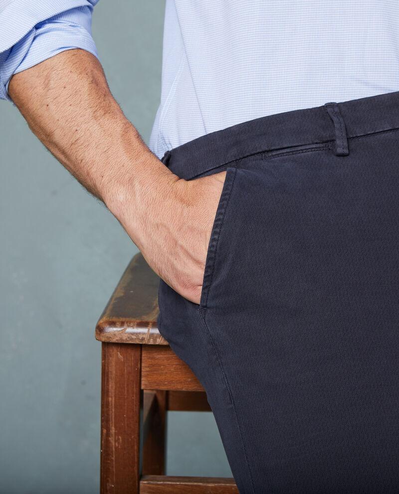 Pantaloni chino micro fantasia