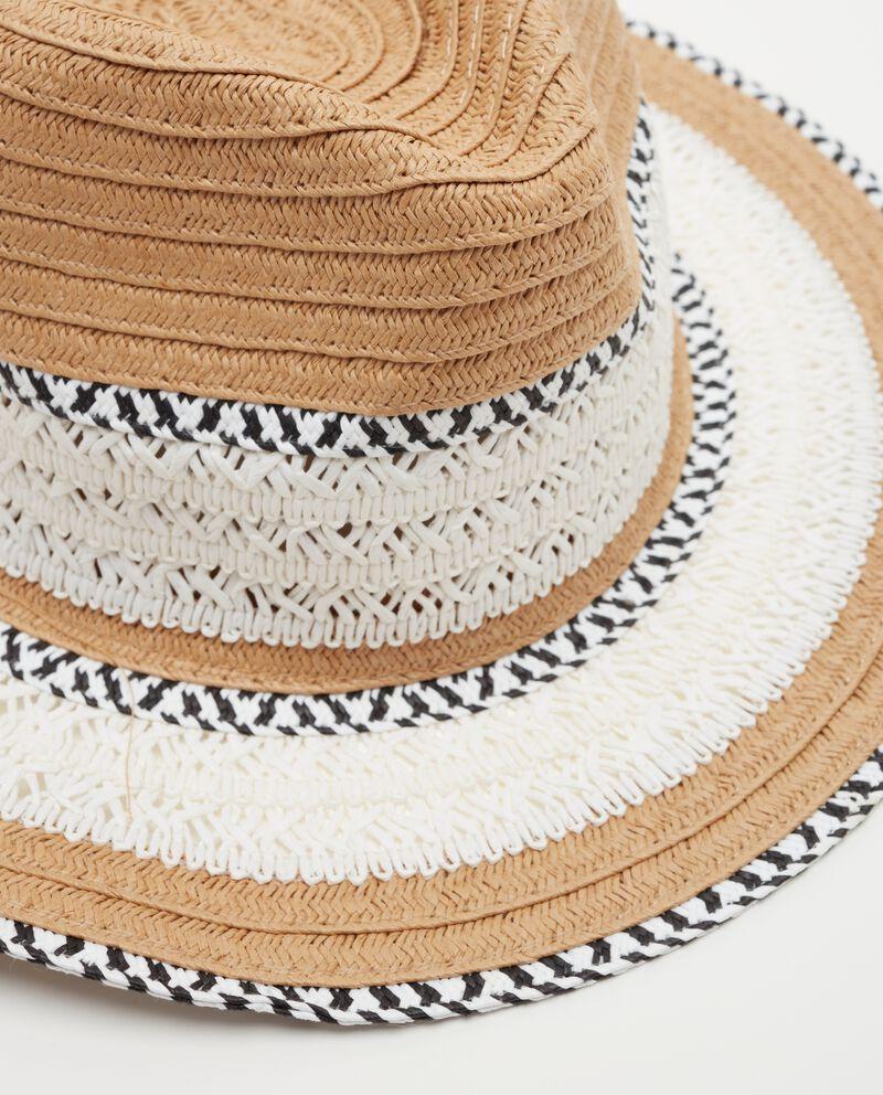 Cappello panama con dettagli a contrasto