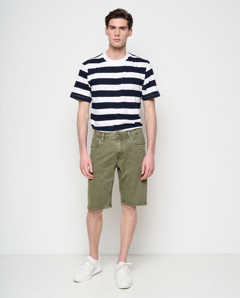 Shorts denim tinta unita in cotone stretch uomo