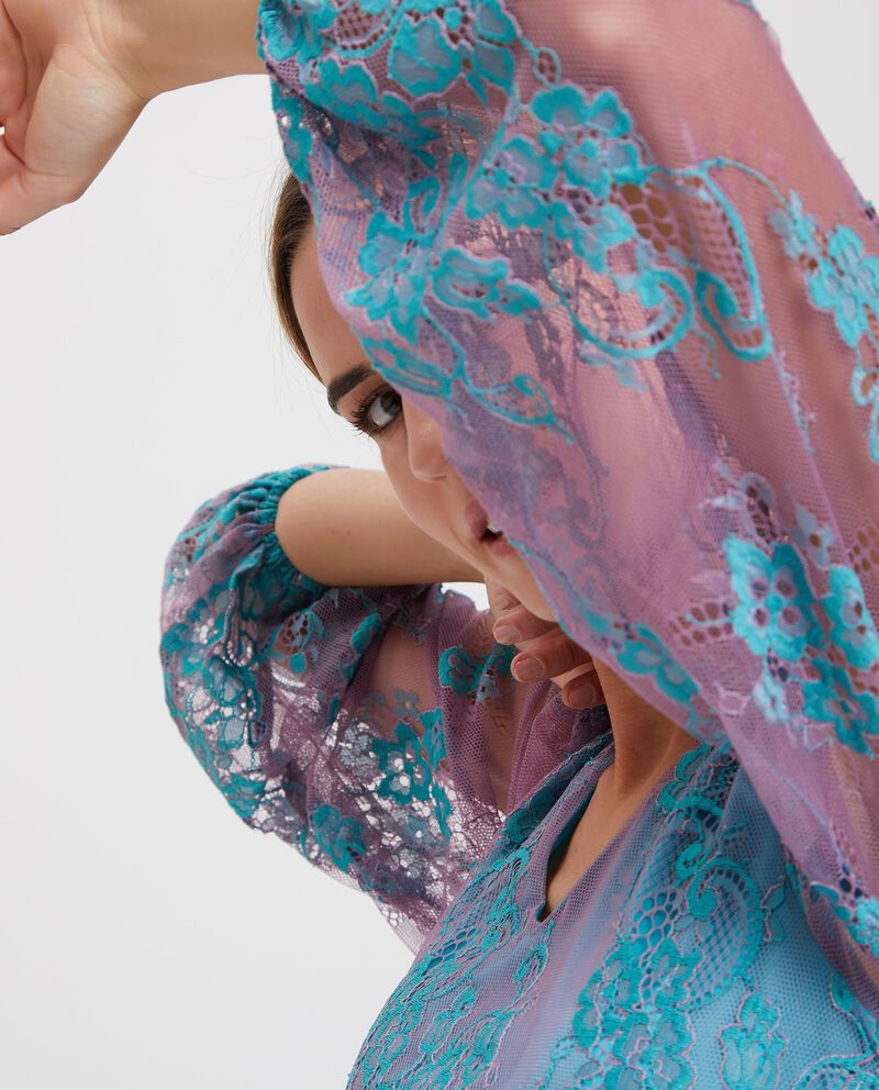 Blusa semitrasparente con ricami