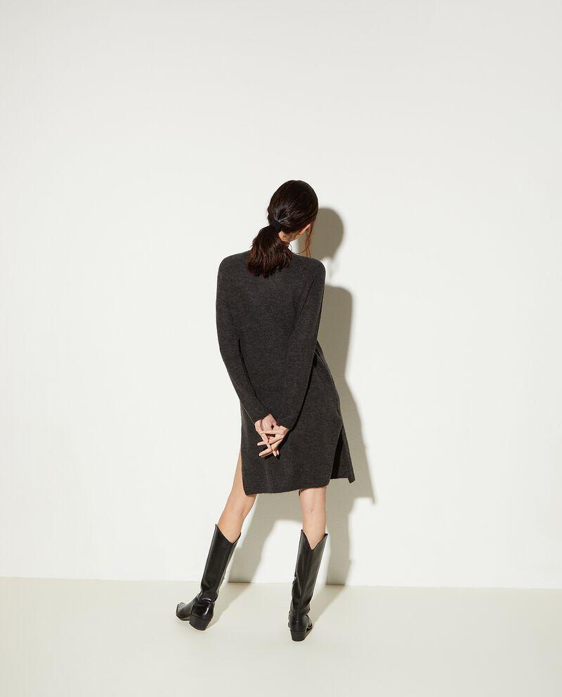 Vestito corto in maglia con spacco donna
