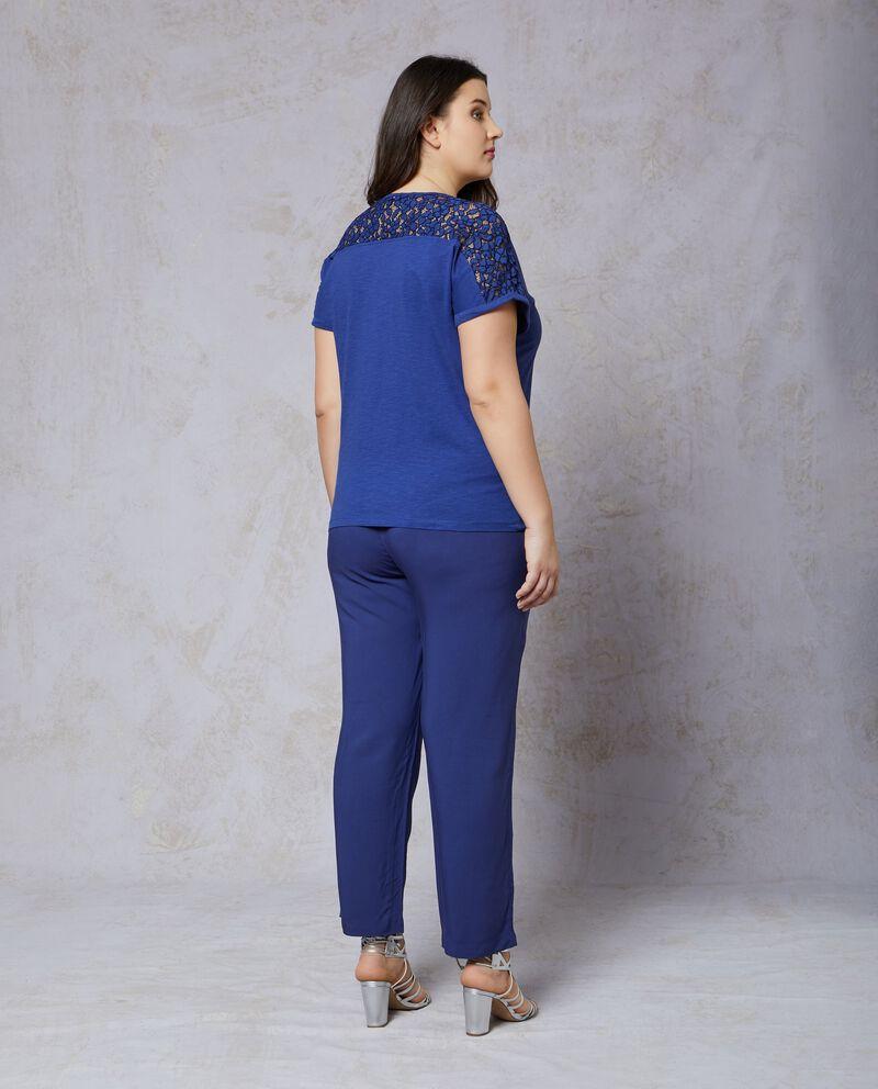 T-shirt in puro cotone blu con inserto n pizzo Curvy