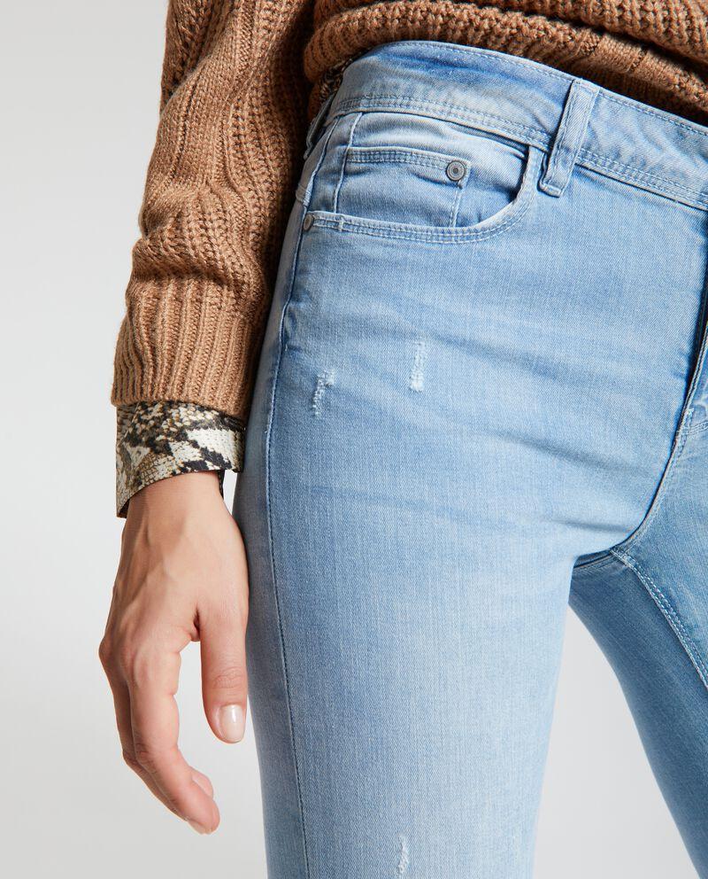 Jeans strappi sul fronte
