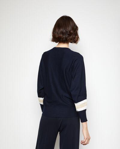 Pullover con righe verticali e filo lurex donna