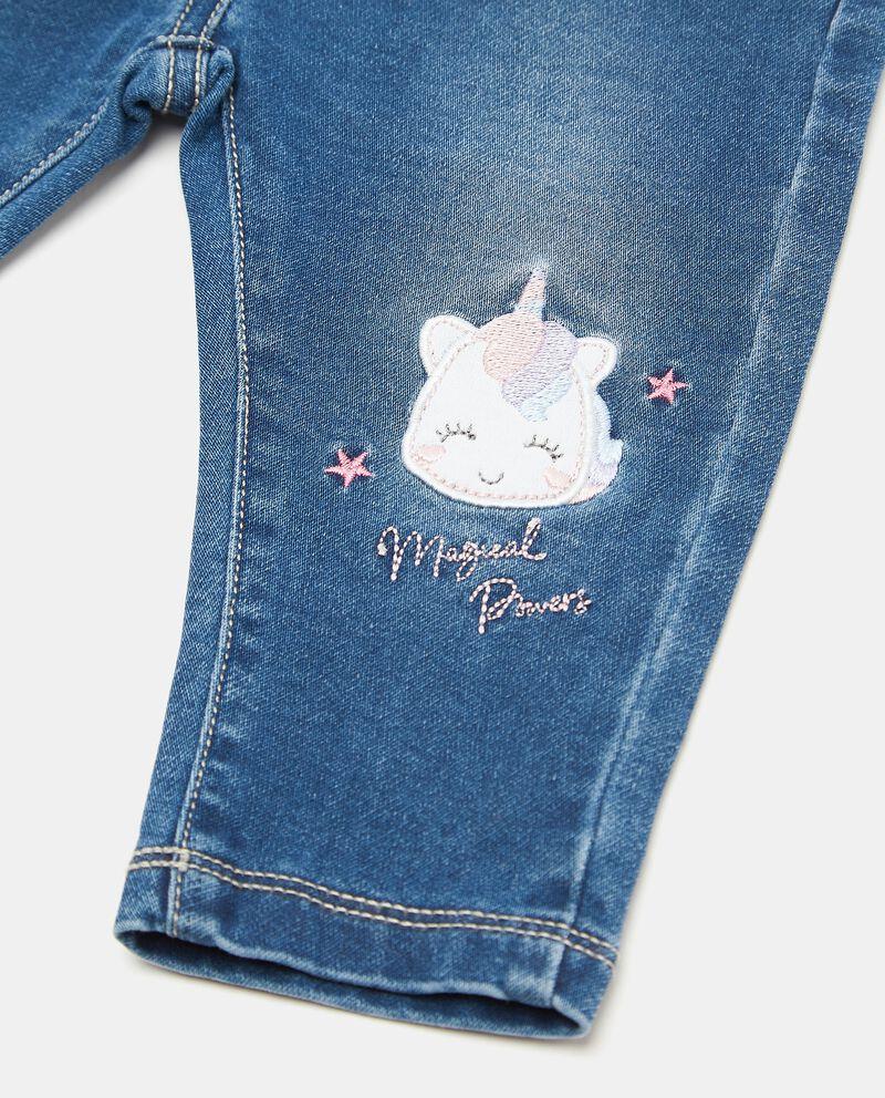 Jeans con patch unicorno neonata