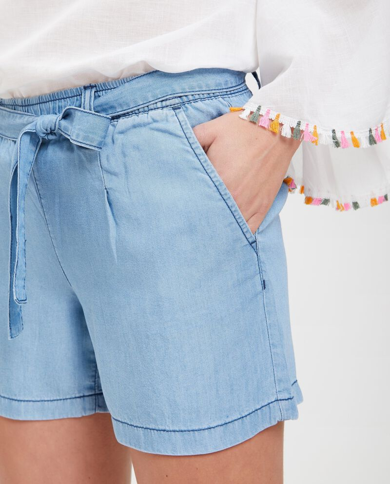 Shorts in denim con vita elasticata