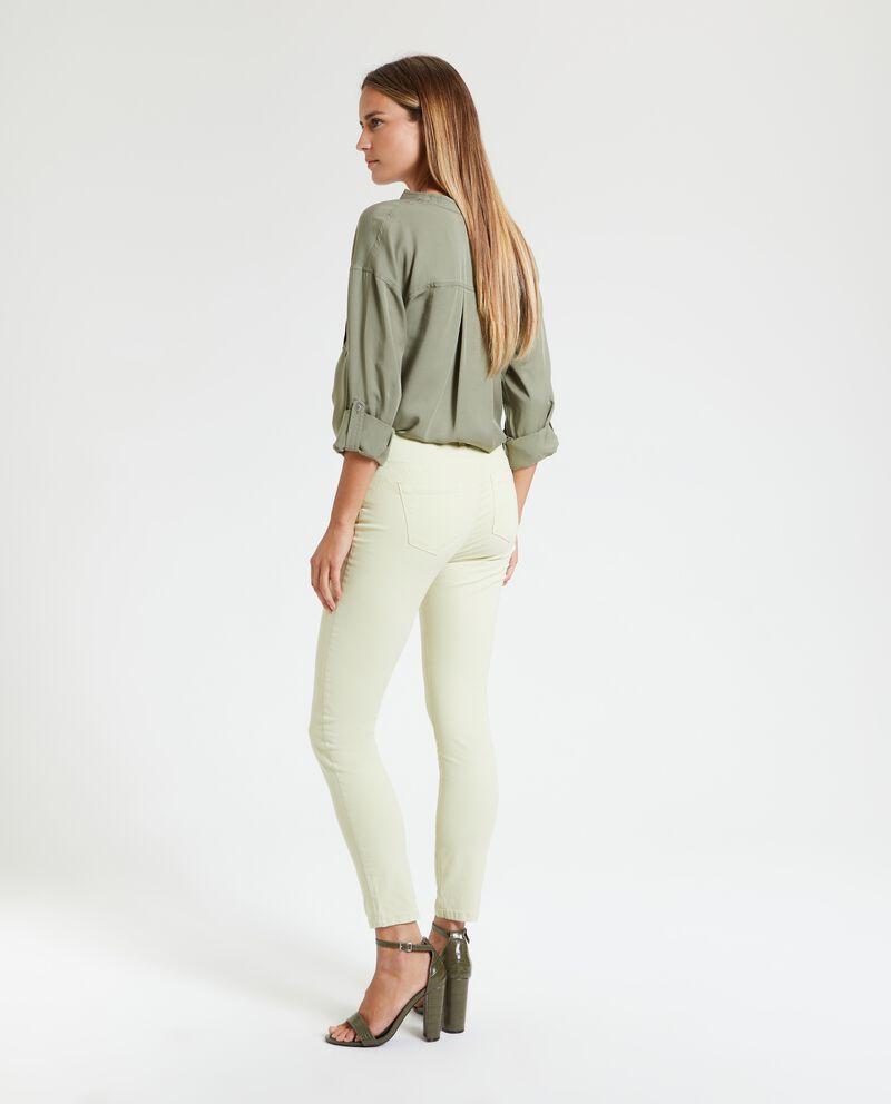 Pantaloni cinque tasche tinta unita donna