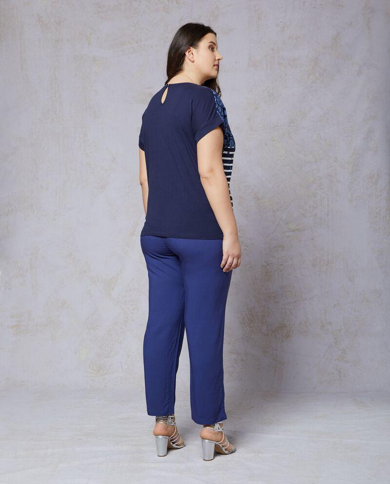 T-shirt in puro cotone blu a righe con fantasia floreale Curvy