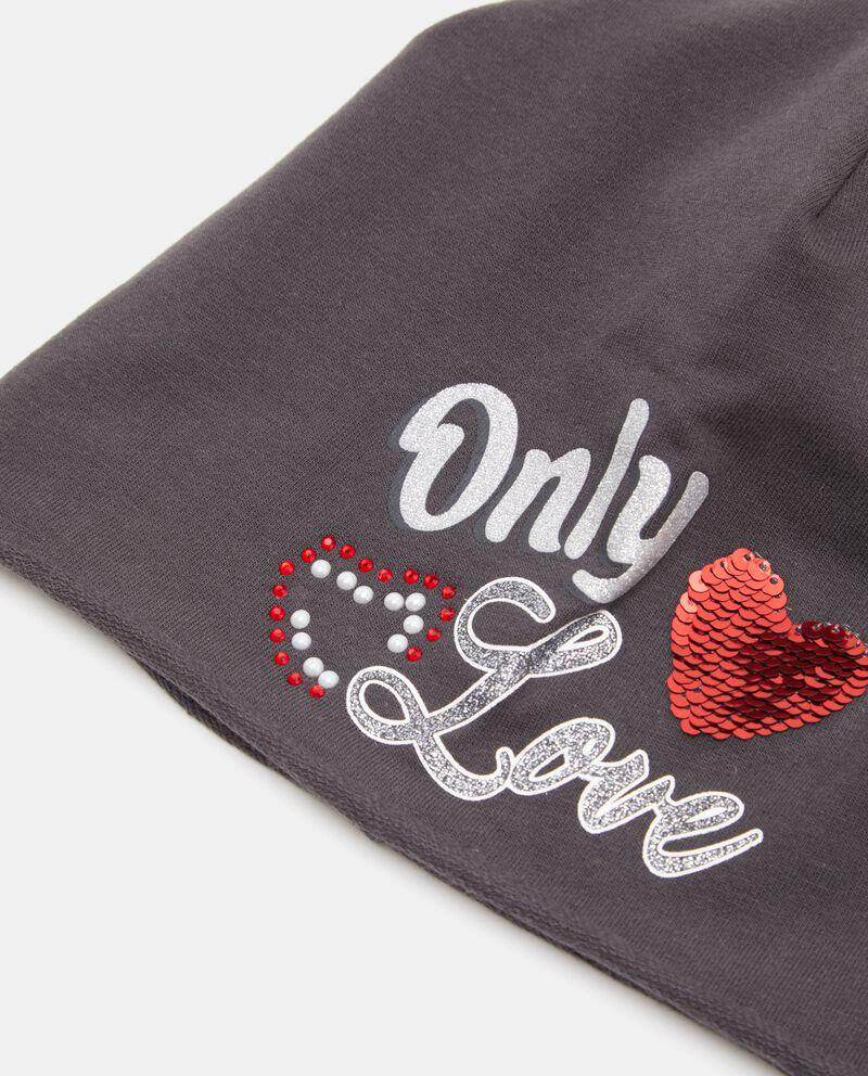 Capellino con lettering e cuore
