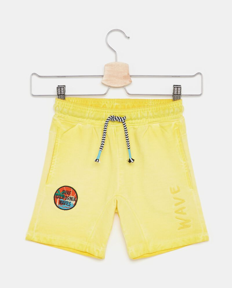 Shorts in tinta unita con patch bambino
