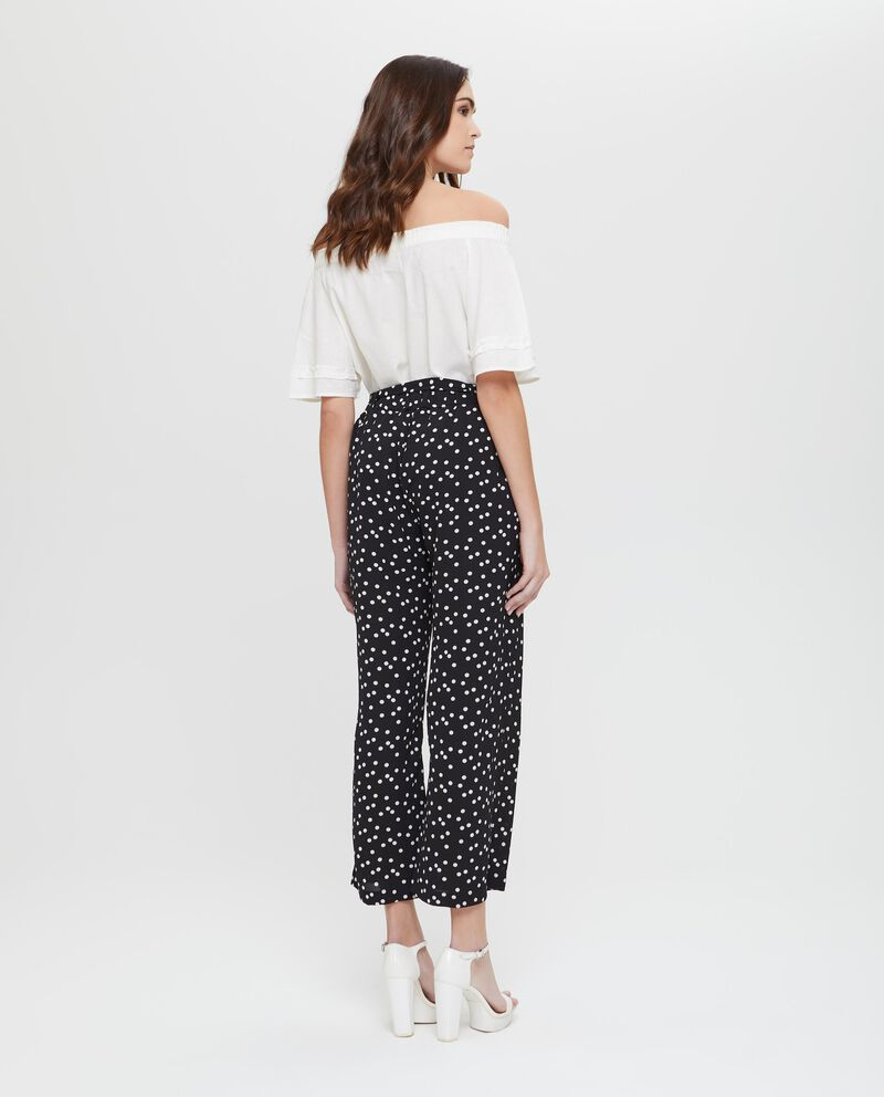Pantaloni stretch fantasia a pois