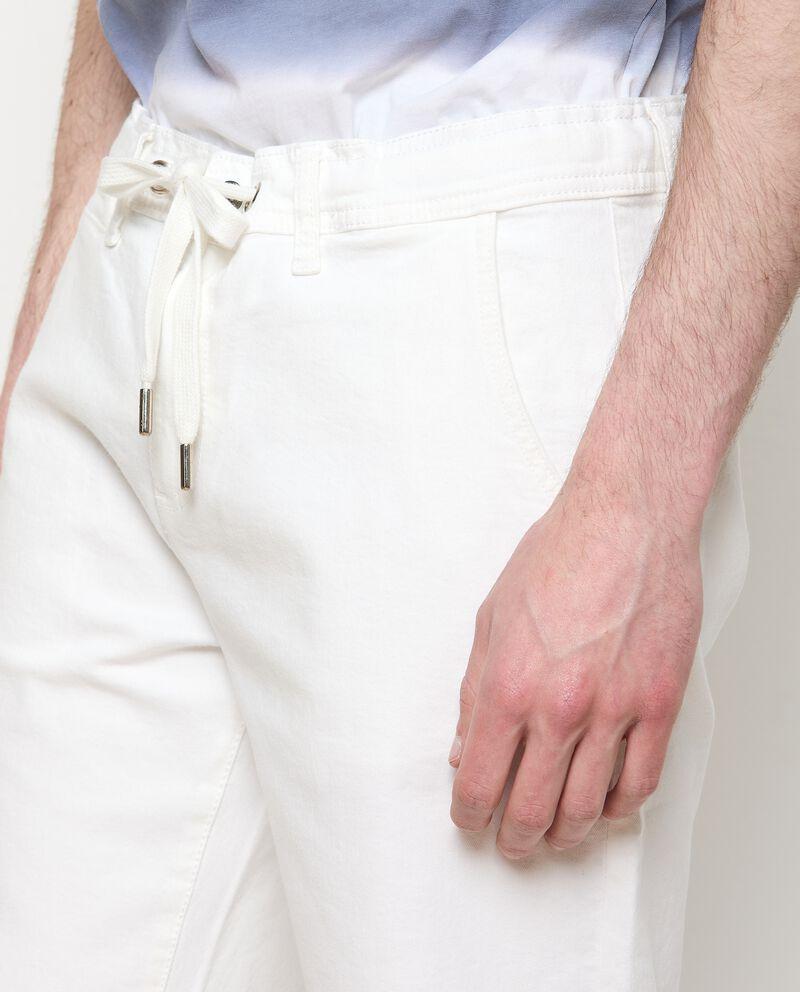 Bermuda chino di cotone stretch con coulisse uomo