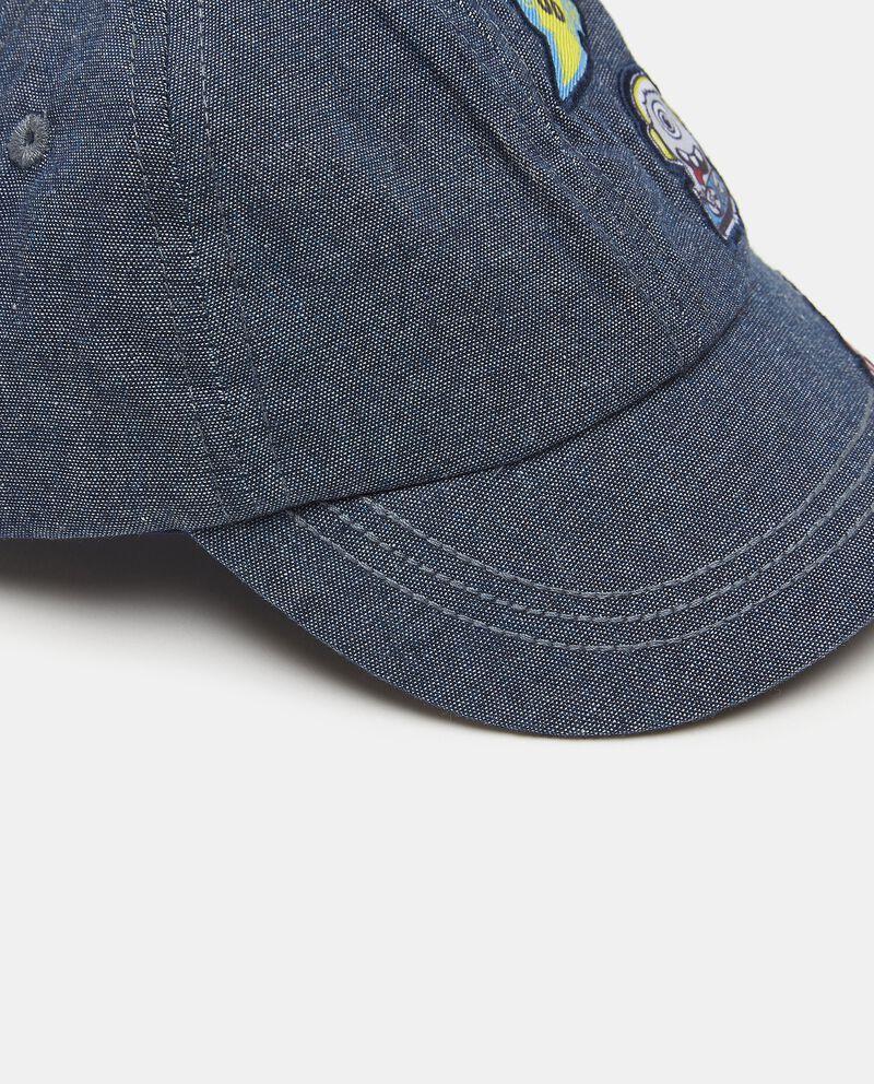 Cappellino in puro cotone con patch neonato