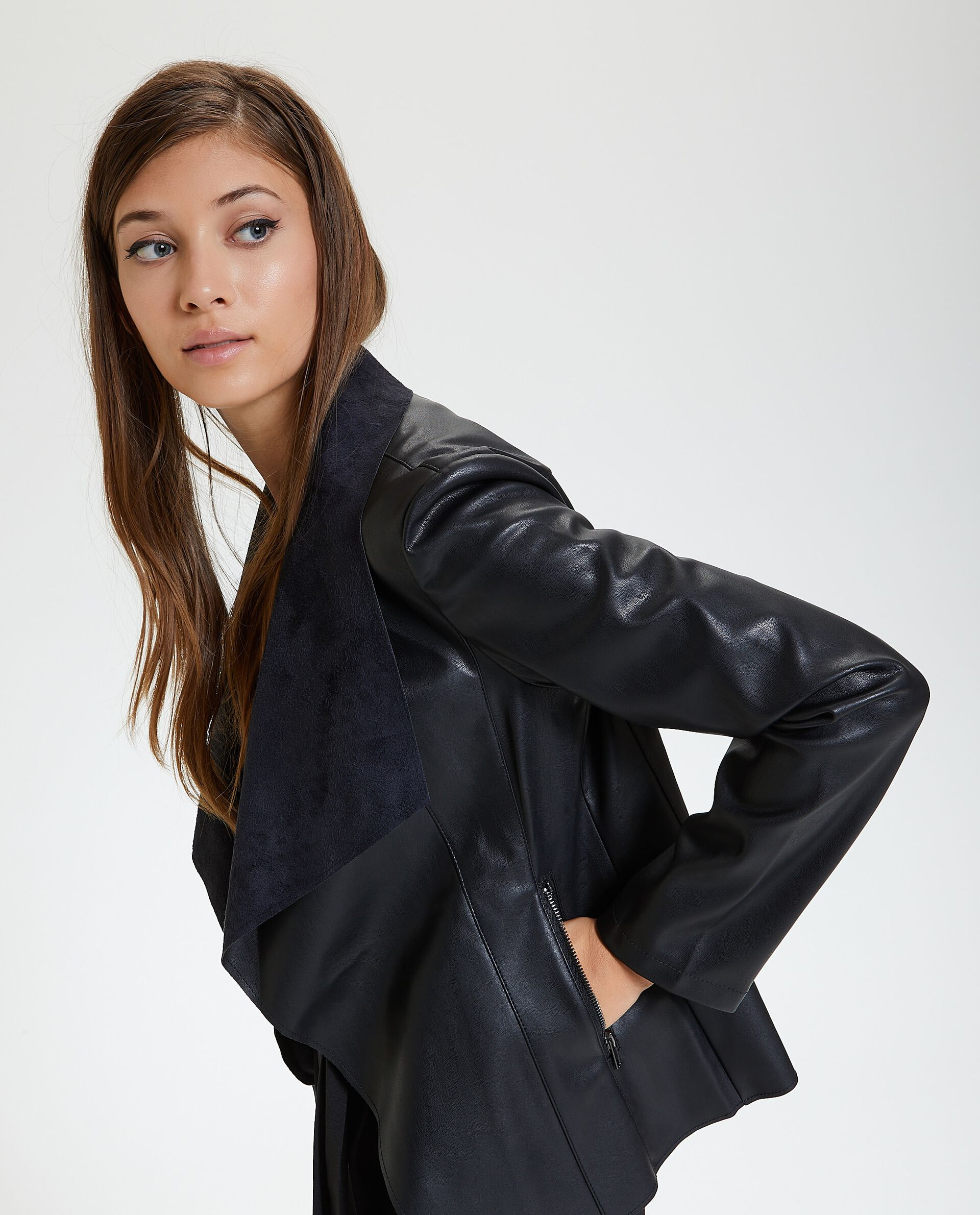 Giacca in eco pelle con ampi revers donna