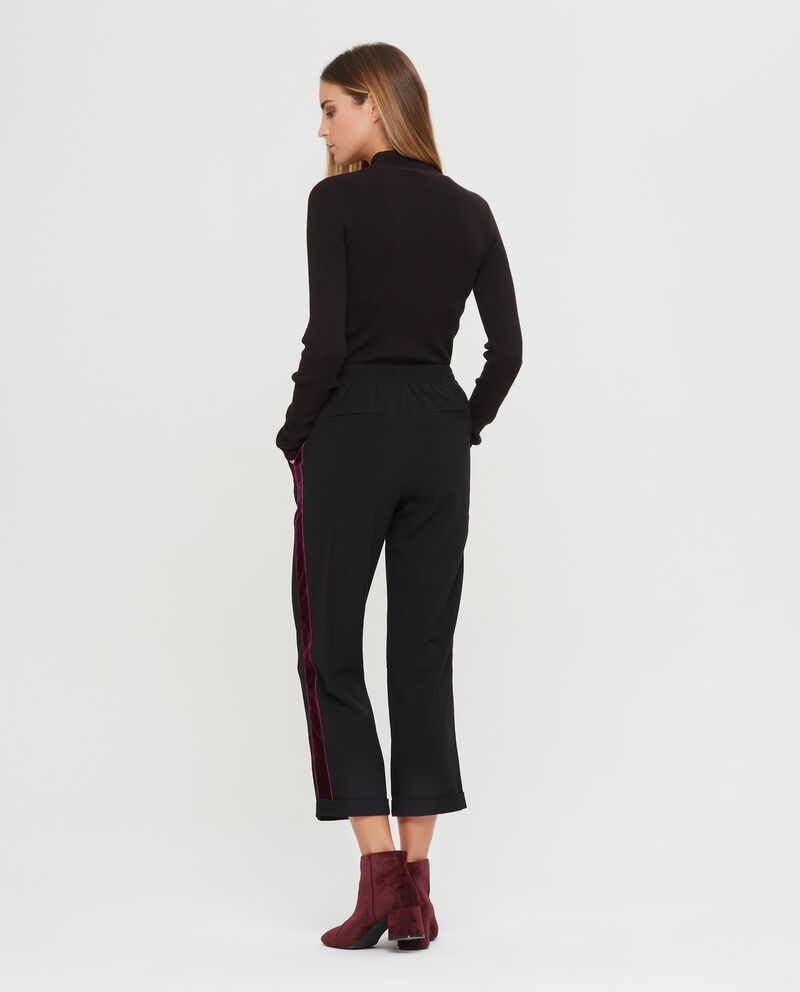 Pantaloni crop con bande laterali