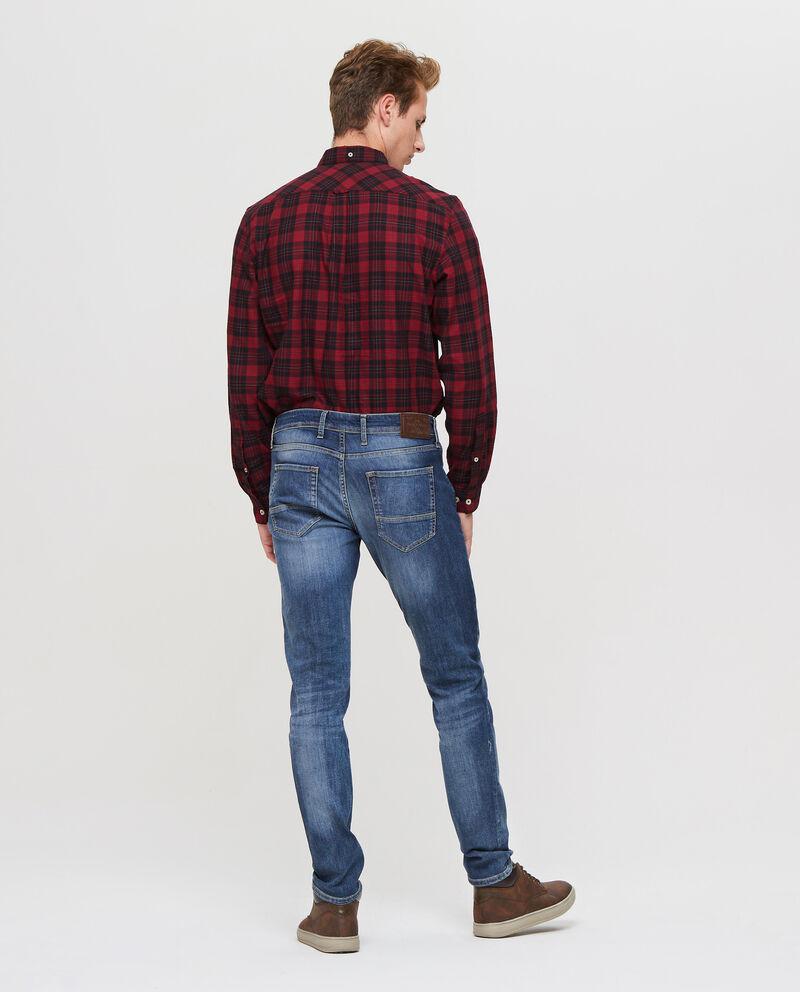 Jeans effetto delavato con scoloriture