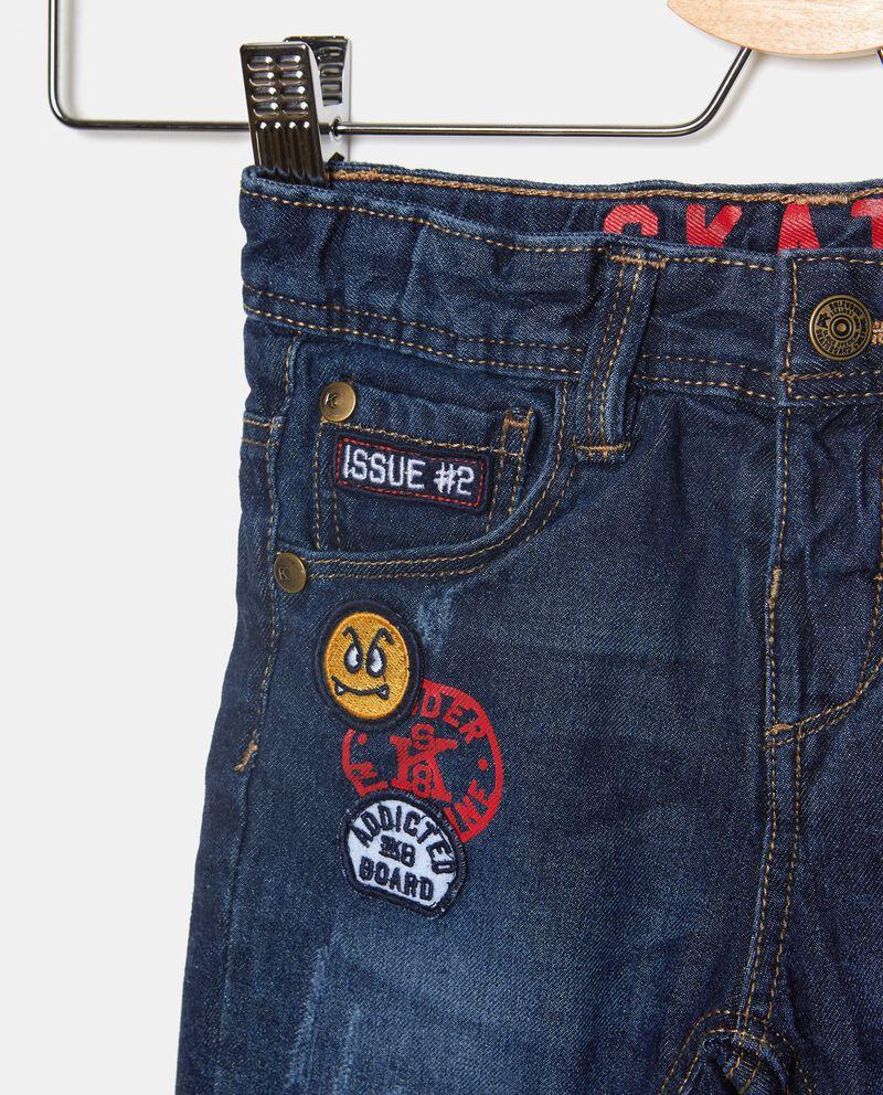 Jeans con patch neonato