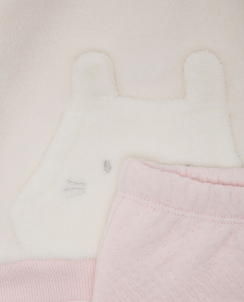 Completo maglia e pantaloni