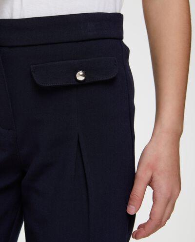 Pantaloni crop tinta unita con tasche
