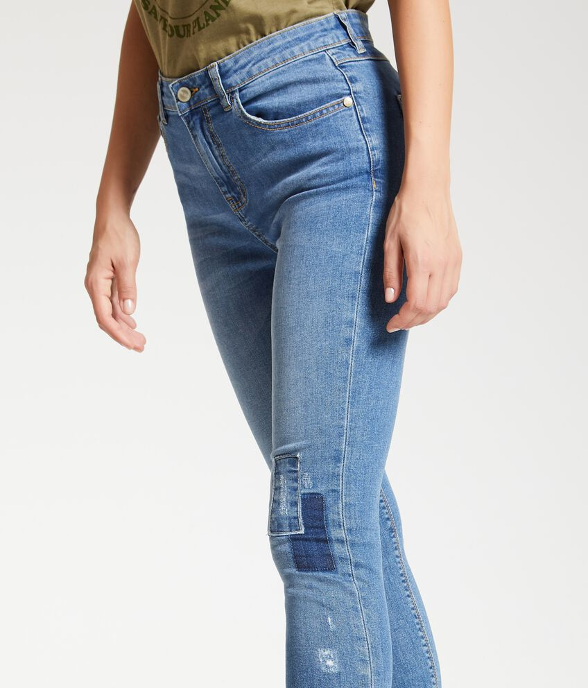 Jeans con patch
