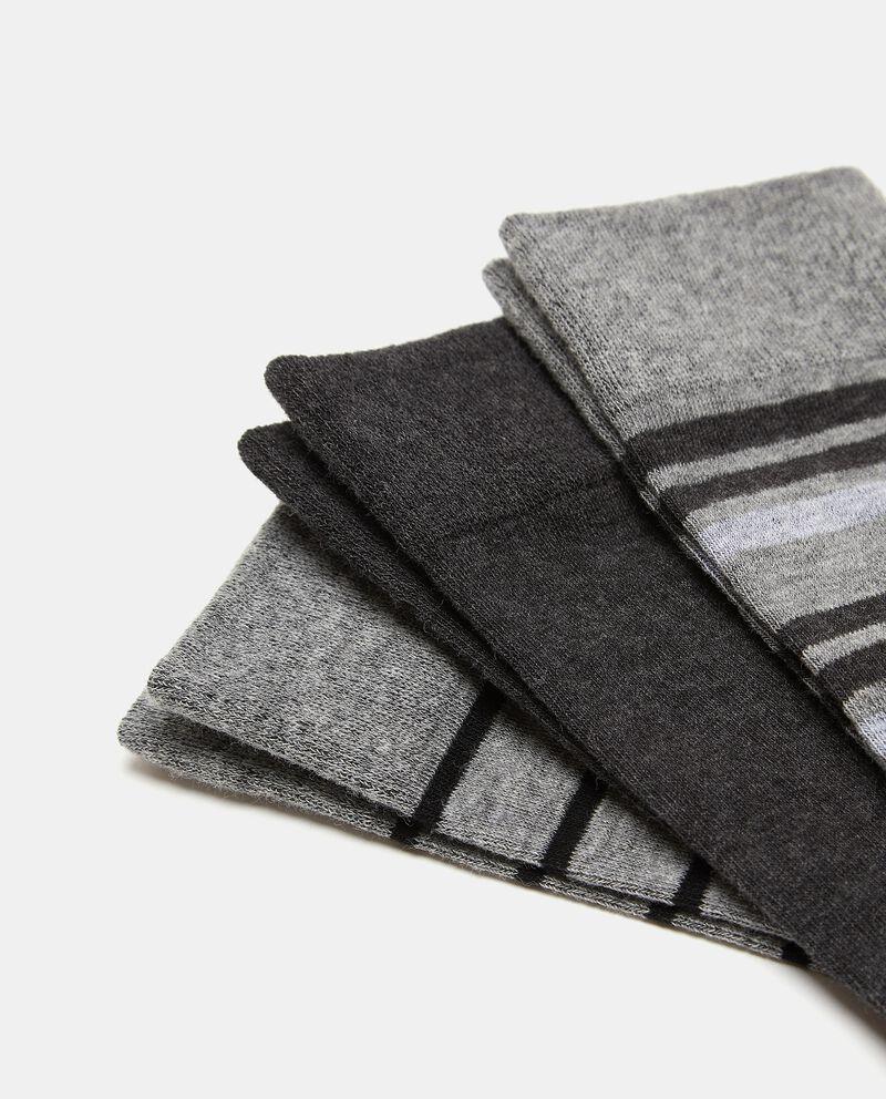Set con tre paia di calzini di cotone elasticato uomo