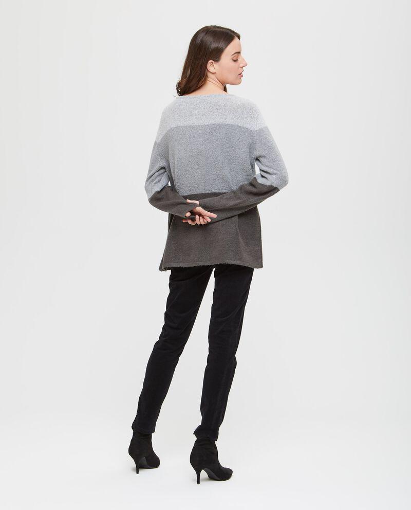 Pullover stretch con inserto a contrasto