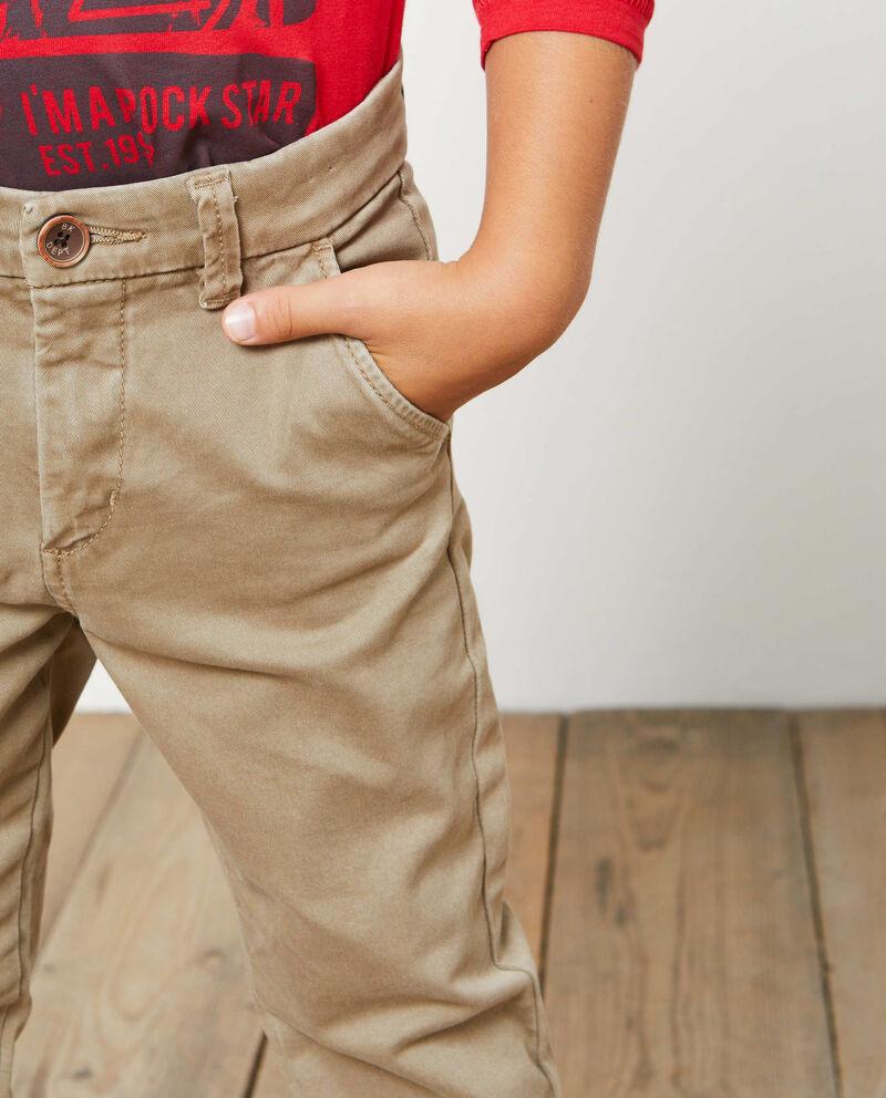Pantaloni chino chiusura con bottone