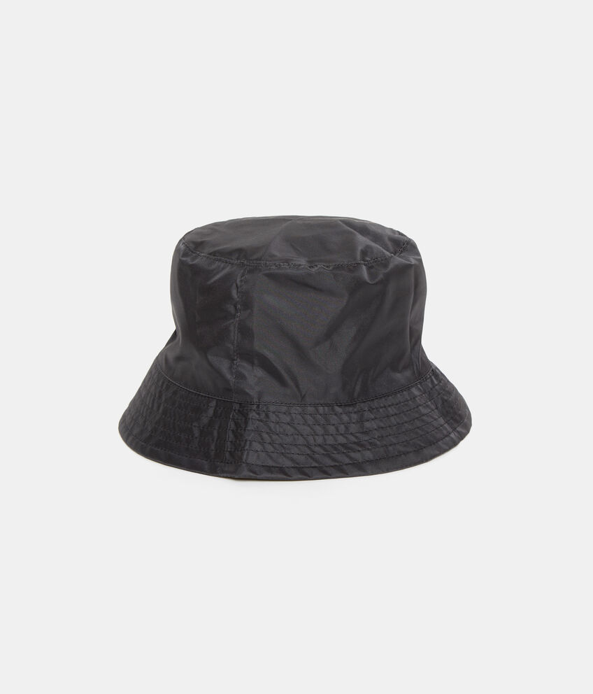 Cappello nero tinta unita