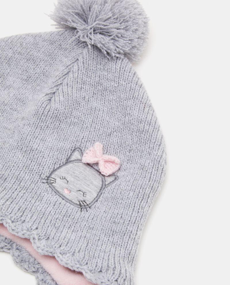Cappellino con pon pon e laccetti neonata