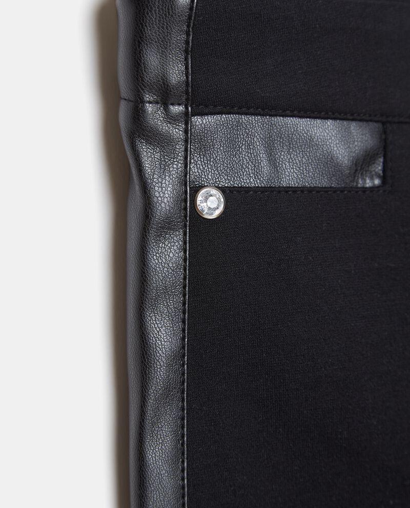 Pantaloni con inserti in ecopelle