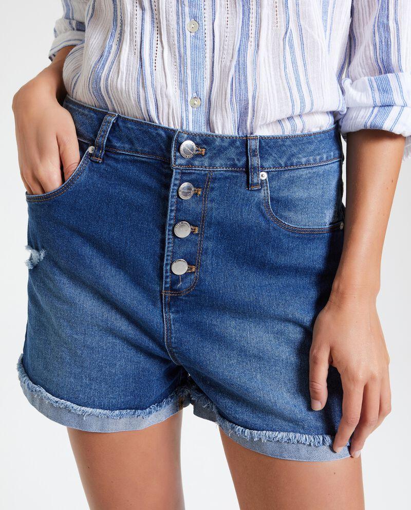 Shorts con bottoni e strappi donna