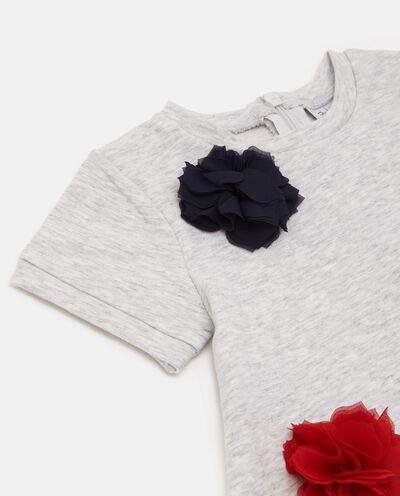 Vestito con fiori in velo applicati