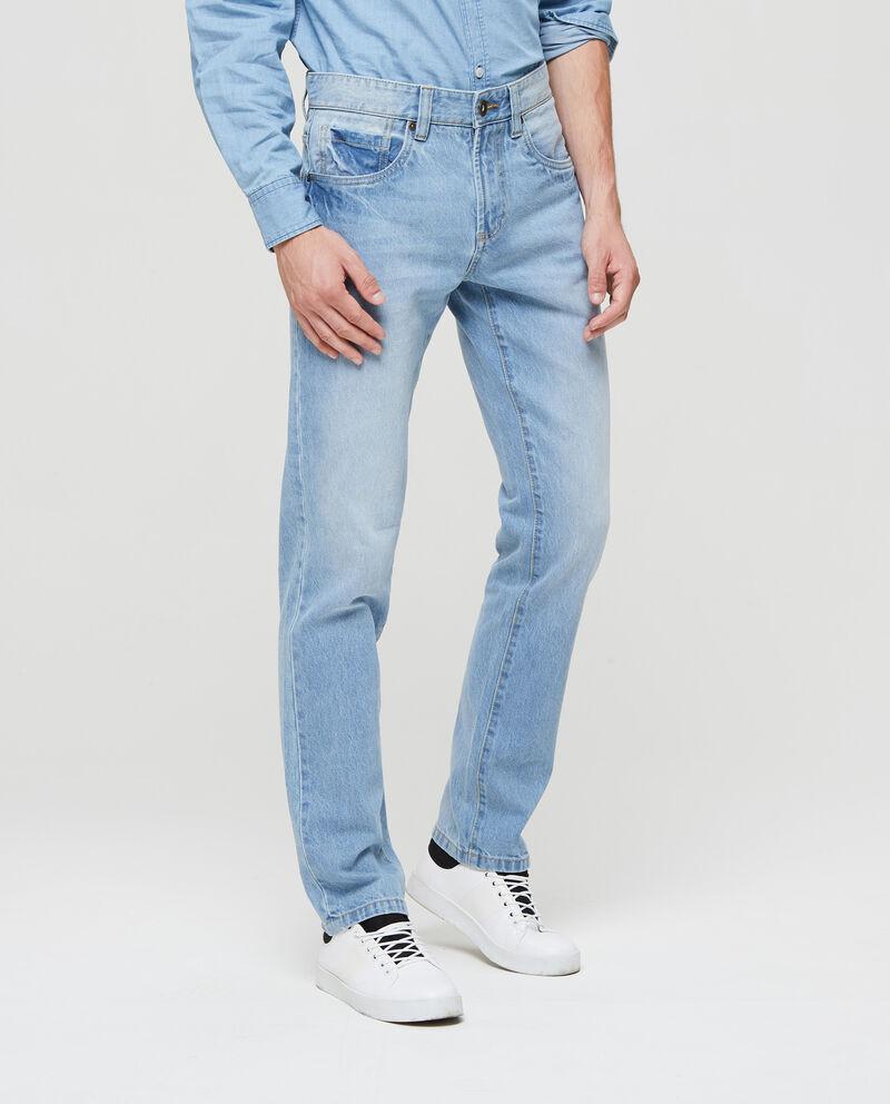 Jeans con effetto delavato