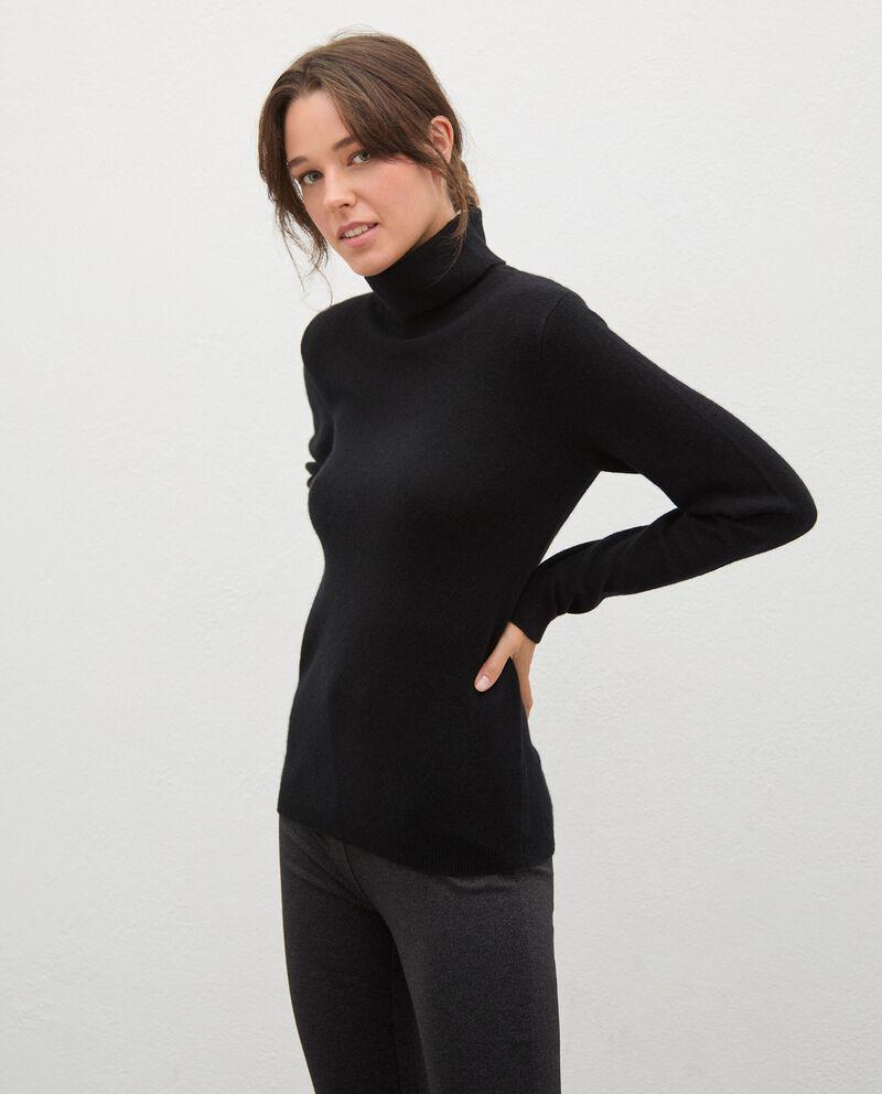 Maglia dolcevita in cashmere donna cover