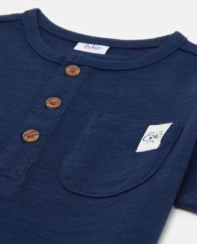 T-shirt in costina taschino e inserto