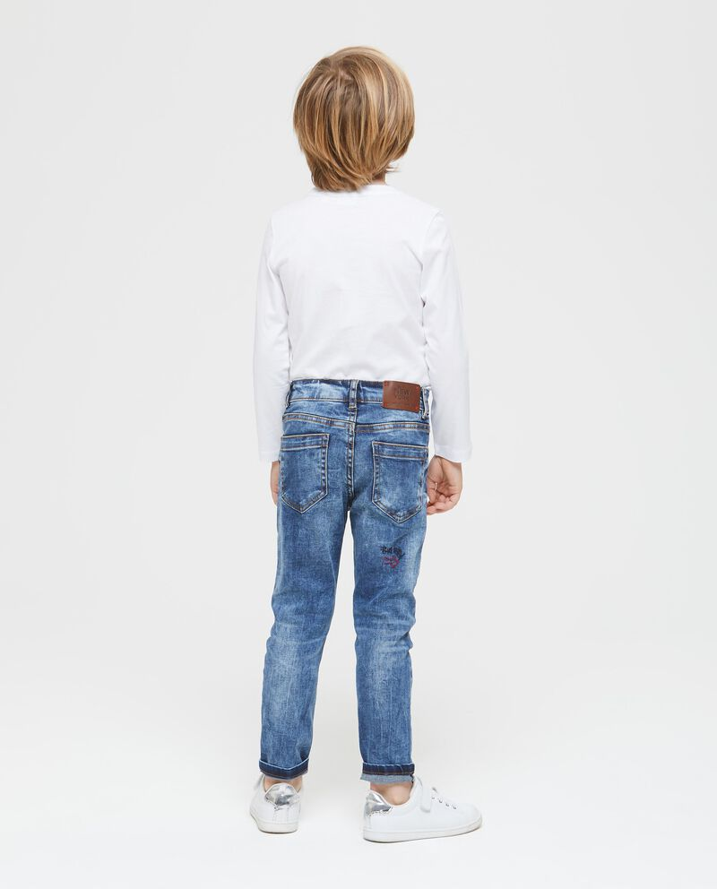 Jeans stretch con patch e ricami