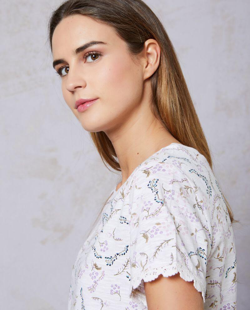 T-shirt in puro cotone floreale con macramè