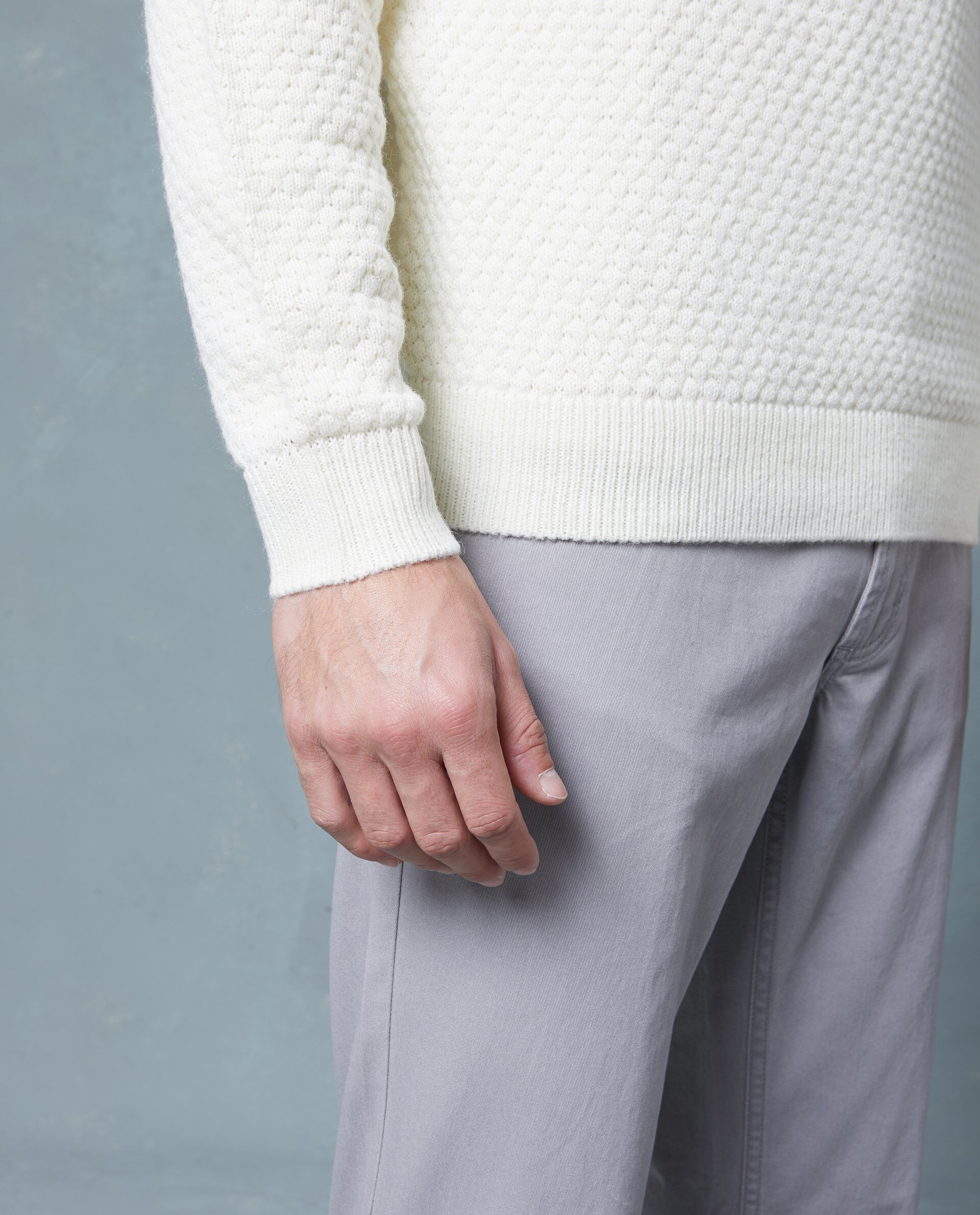 Pullover tricot con collo alto risvolto