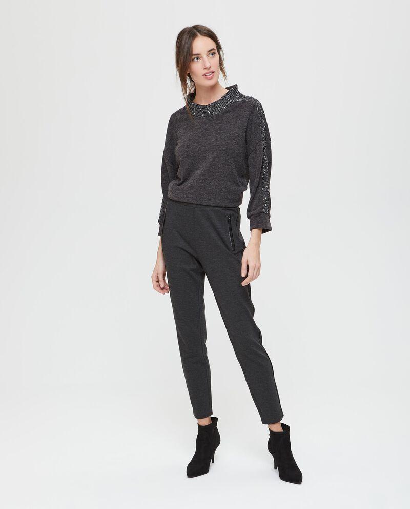 Pantaloni stretch con profili