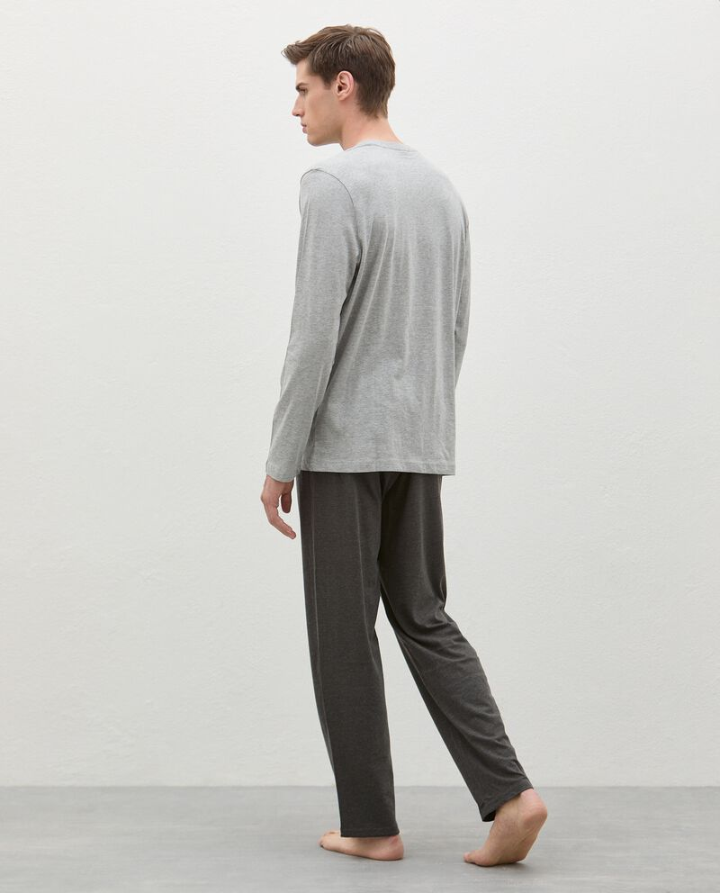 Pigiama con maglia e pantaloni tinta unita uomo single tile 1