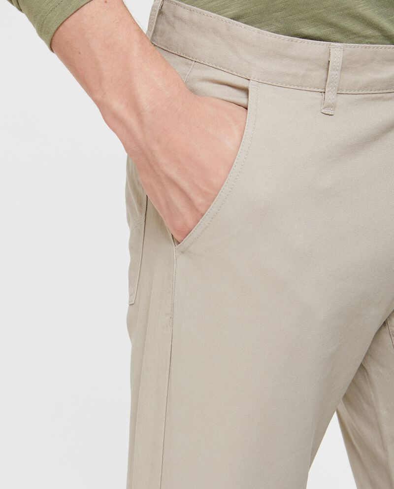 Pantaloni tinta unita e tasche