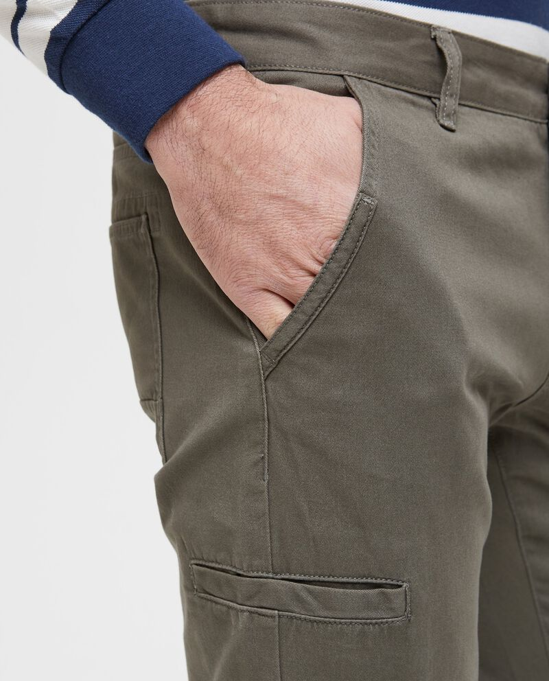 Pantaloni modello cargo tinta unita