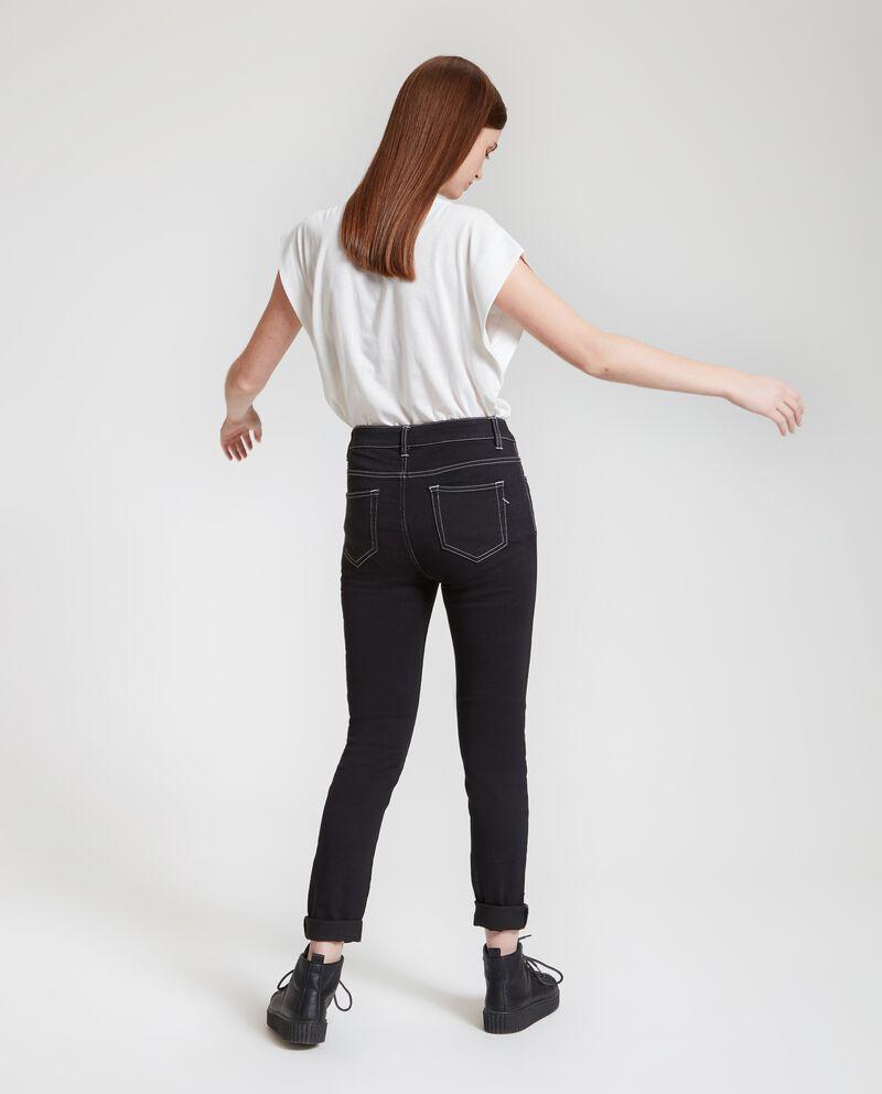 Jeans con cuciture a contrasto donna